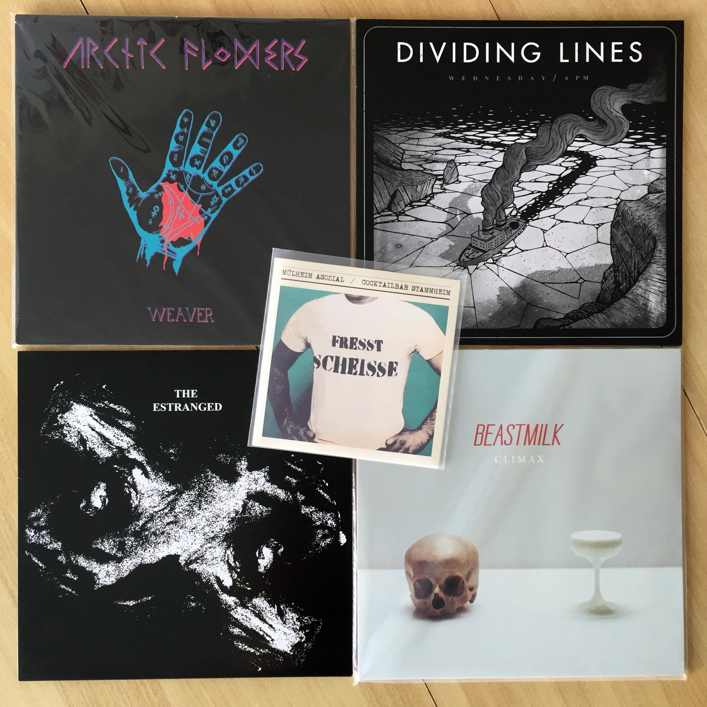 Vier Platten und eine CD verschiedener Bands